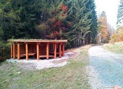 Drewniane szałasy -