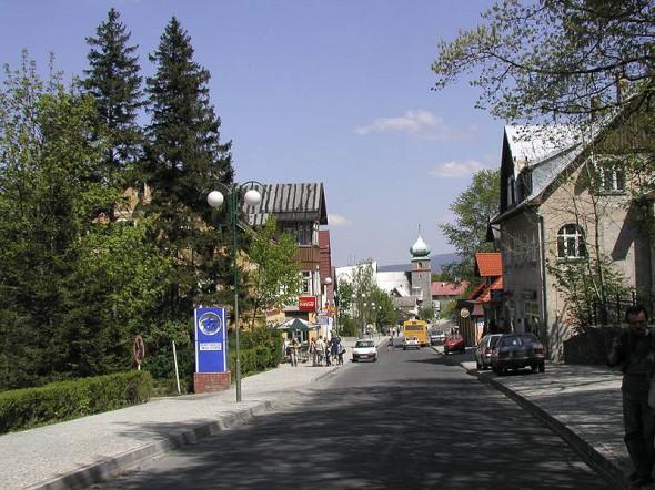 Droga w centrum Karpacza